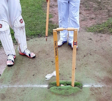 Jatinder Singh was bowled - but the bails didn't dislodge!