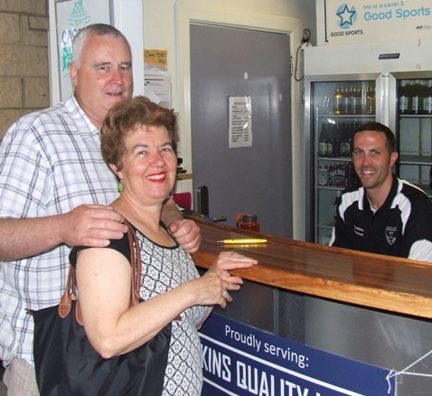 Richard Cooney and wife Vicki enjoy the services of Michael Ozbun behind the bar.